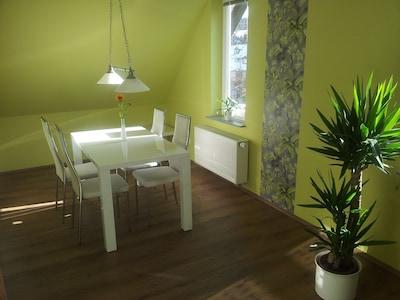 Eßtisch im Wohnzimmer