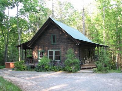Beautiful Log Cabin in Scenic, Private Setting