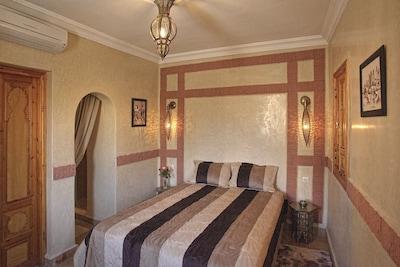 Chambre n° 1 lit en 160 x190 cm