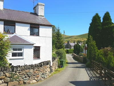 Perfectly Located Refurbished Holiday Cottage In The Snowdonia National Park