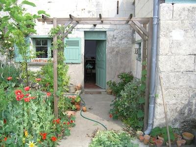 Gîte typiquement français au confort moderne en bordure de Loire.  WIFI
