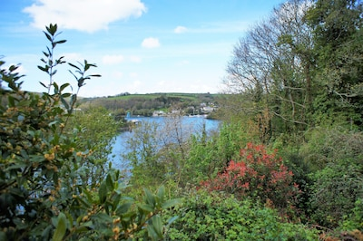 Three Quarter Cottage in Bodinnick NEW FOR 2018