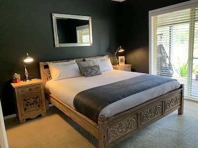 Main Bedroom with King Bed and ensuite