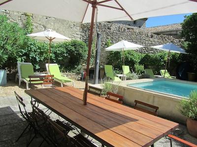 Pool mit Essplatz