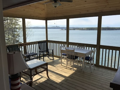 Large screened porch overlooking ocean w/ couch, dining.  Enter from LR or MBR