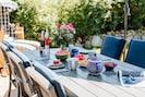 gemütlich im Garten Frühstücken
