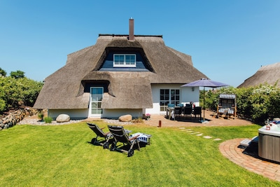 Reethaus mit großem Garten, Terrassen, Whirlpool und Strandkorb