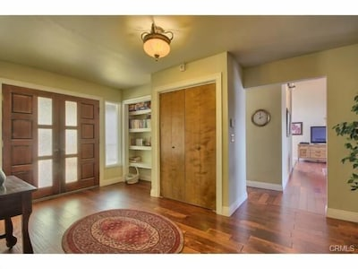 Large entry way to welcome you