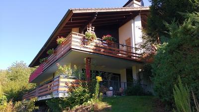 Haus Außenansicht auf die Terasse