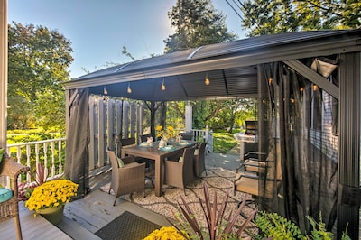 Lounge on the furnished deck at 'Celebration House' in Harrisburg!