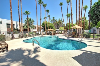 Beautiful community pool with hot tub, cabana and putting green!