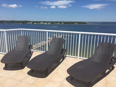 Get a tan in our relaxing lounge chairs on our roof top patio! Gorgeous Views!