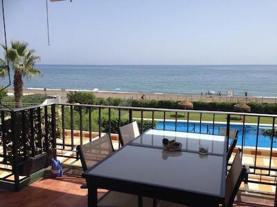 Malaga: WIFI, A/C, primera linea de playa, piscina, tenis, espectaculares vistas frontales y despejadas al mar
