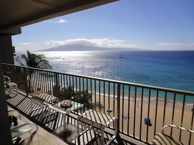 More stunning views from the lanai.  Neighboring islands and Kaanapali Beach.