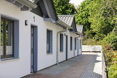 Seitenansicht - Eingänge der 3 Ferienhäuser