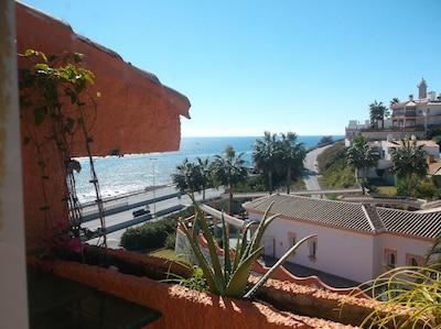 Apartamento frente al mar con vistas al mar en la Costa del Sol
