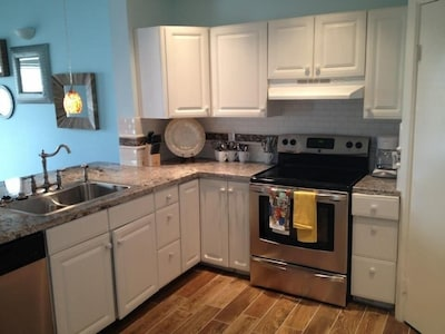 Fully equipped kitchen with new, new, new!
