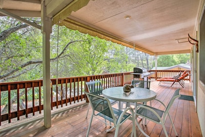 Kick off your next big adventure from this Groveland vacation rental house for 5!