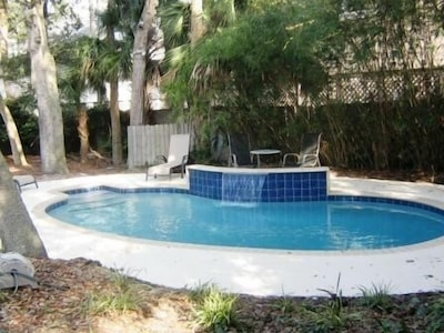 New Pool with water feature (heat available)