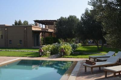 la maison, vue de la piscine