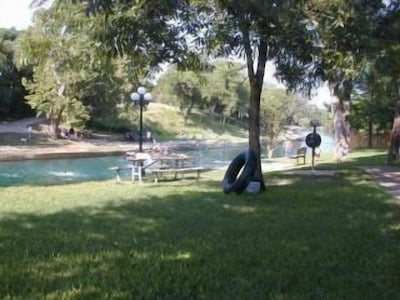 Save $ - 1 br riverfront condo 3 min from Schlitterbahn Sleeps 4 adults & 2 chil