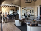 Kitchen/bar area