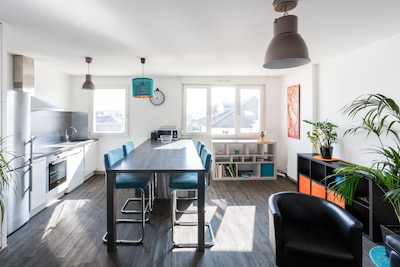 Equipped kitchen open to living room | 1Stays