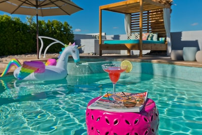 Enjoy a perfect day by the pool ... relax and have fun - you deserve it!