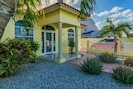 Tropical Landscaped Home with your own Aloe!