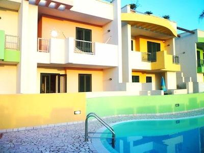 Casa in residence con GIARDINO PISCINA OGNI COMFORT a 2 passi dal mare