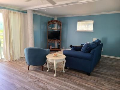 """""""Self Sea-esta""""  Beautiful Cottage 2nd row to ocean in Emerald Isle"""