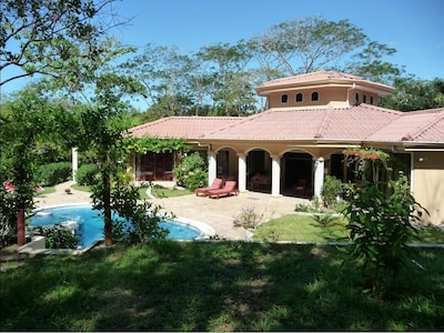 Casa Pacifica - 4 bedrooms with a large, private pool and garden