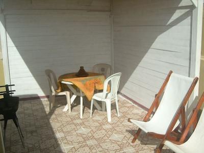 terrasse privée sans vis à vis ensoleillée toute la journée