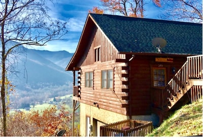 Bear Cub Cabin overlooks Maggie Valley and the Smoky Mountains