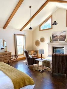 Suite 1 communal/dining area