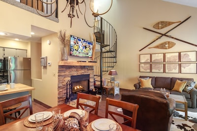 Enjoy meals in this beautiful dinning area!