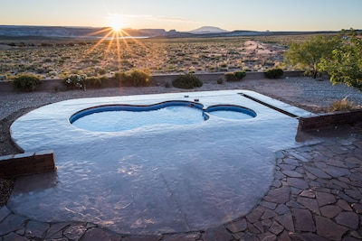 Sunrise view over Lake Powell from your patio