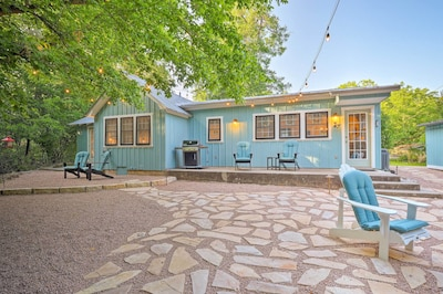 Fall in love with Fredericksburg from this charming vacation rental cottage!
