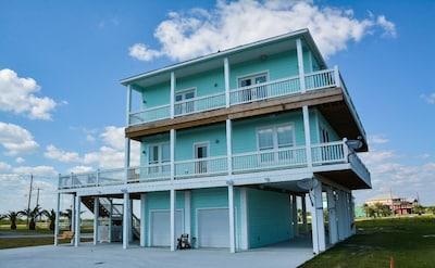 "Holiday Beach Sunset - amazing ""island breeze getaway"" weekday & off-peak rates!"