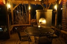 Fireplace, torches, BBQ and outdoor dining, great for somores or glass of wine.