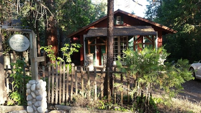 Historic Stansfield Cabin with Wi-Fi, NO Cleaning Fee &   Easy self-checkin