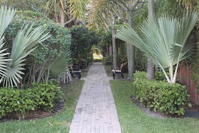 The path to the intercoastal and the beach - a beautiful 2 min walk!