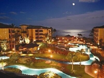 Unforgettable Moonrise over 2-acre lazy river pool