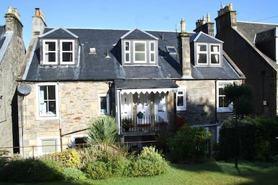 Cosy, two bedroom holiday flat with beautiful seaviews