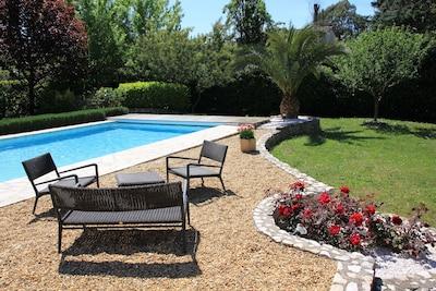 piscine et fleurs