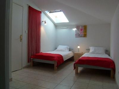 Chambre avec lits jumeaux à l'étage
