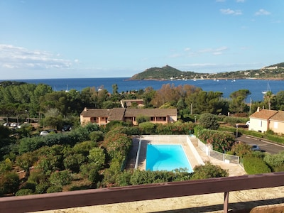 T2 150 m de la playa, con terraza muy grande y vista al mar, 4-6 pers.
