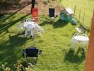 pelouse à l'arrière de la maison