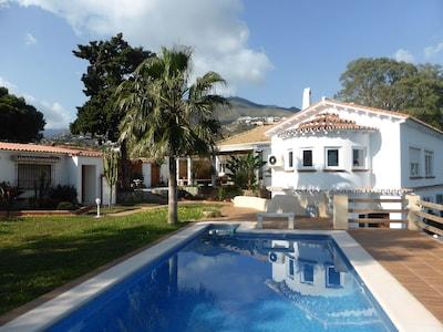 Impresionante propiedad, vistas, jardín y piscina nueva.