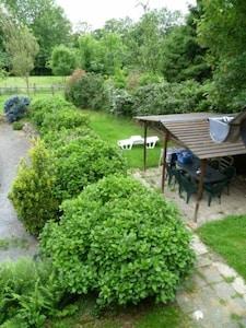 terrasse couverte vue du gîte